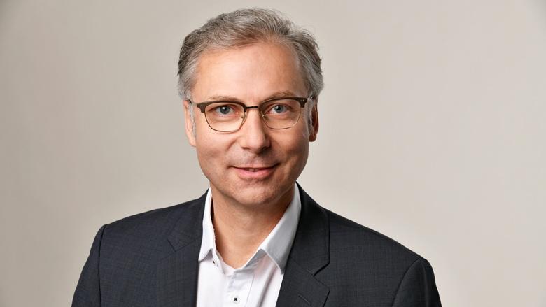 Dr. Oliver Schillings