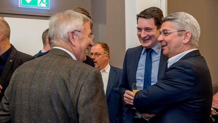 Ratsmitglied Karlheinz Kockmann, Europakandidat Uwe Pakendorf und Bürgermeister Lutz Urbach