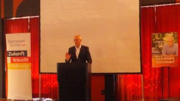 Dr. Hermann-Josef Tebroke bei Mittwochstreff der Bergisch Gladbacher Senioren-Union